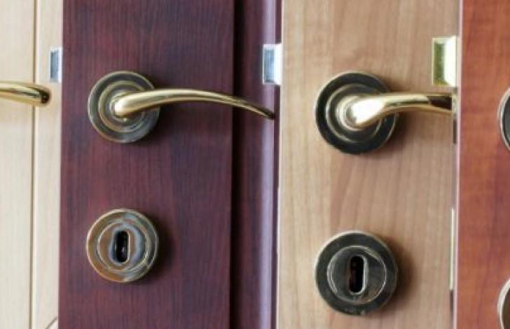 Cara Memasang Kunci Pintu dengan Mudah