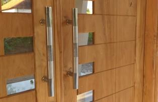 Cara Memasang Handle Pintu dengan Benar untuk Pintu Kayu atau Kaca